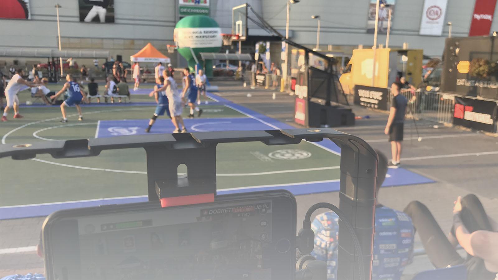 Transmisja online z meczu streetballa